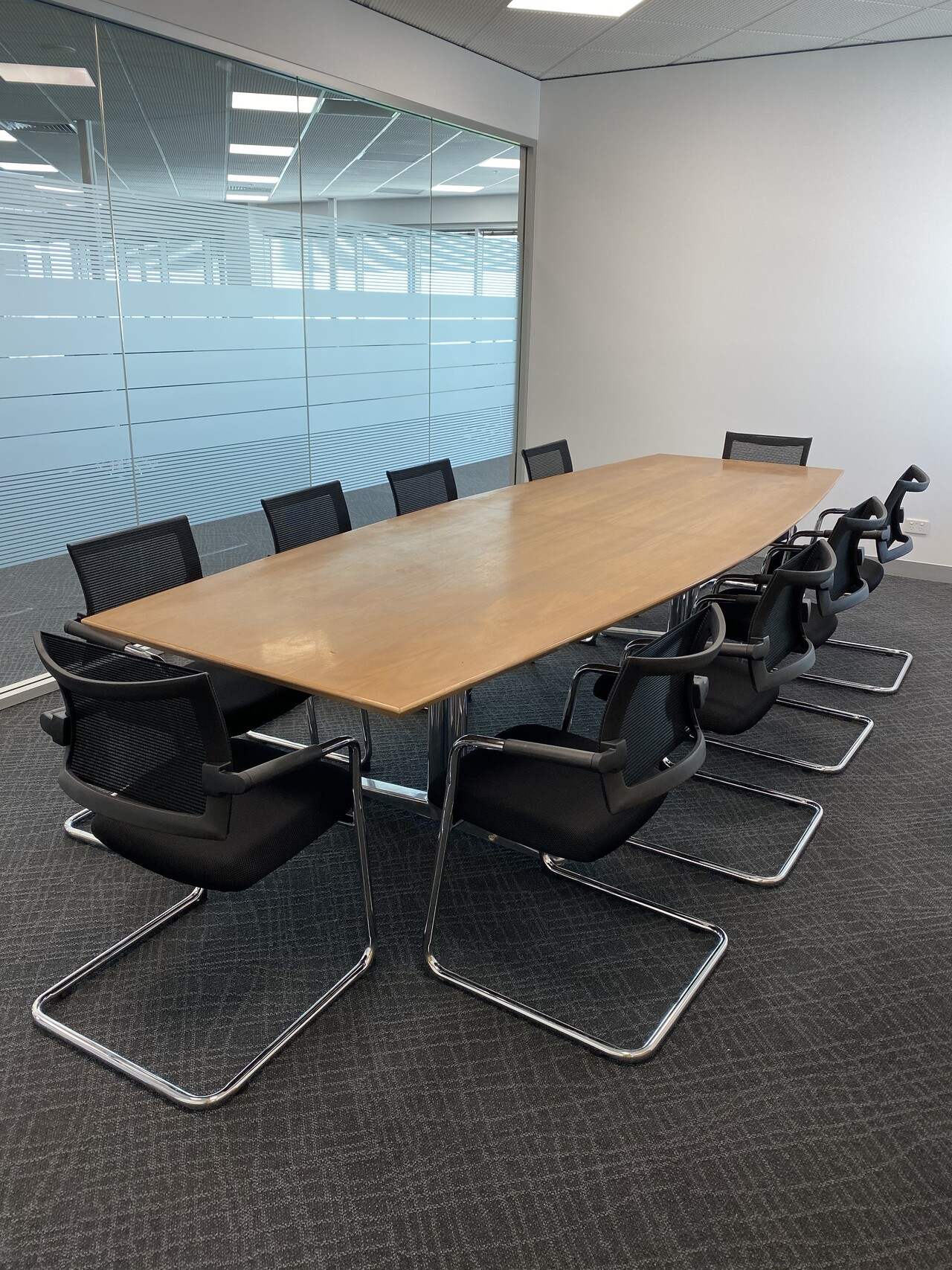 IMG_20191129_102915 long conference table and task chairs