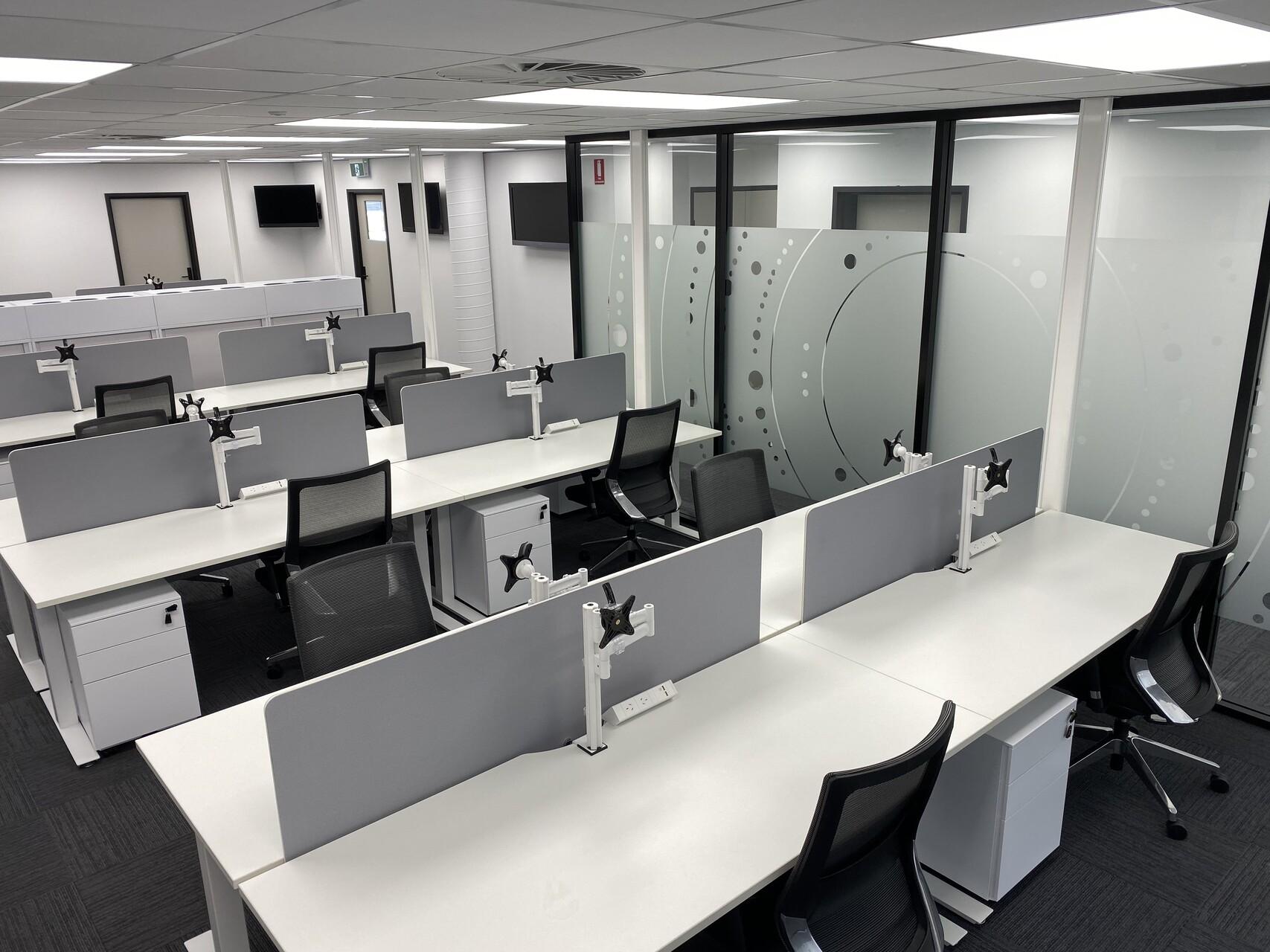 IMG_20191119_123948 office computer desk darwin nt australia