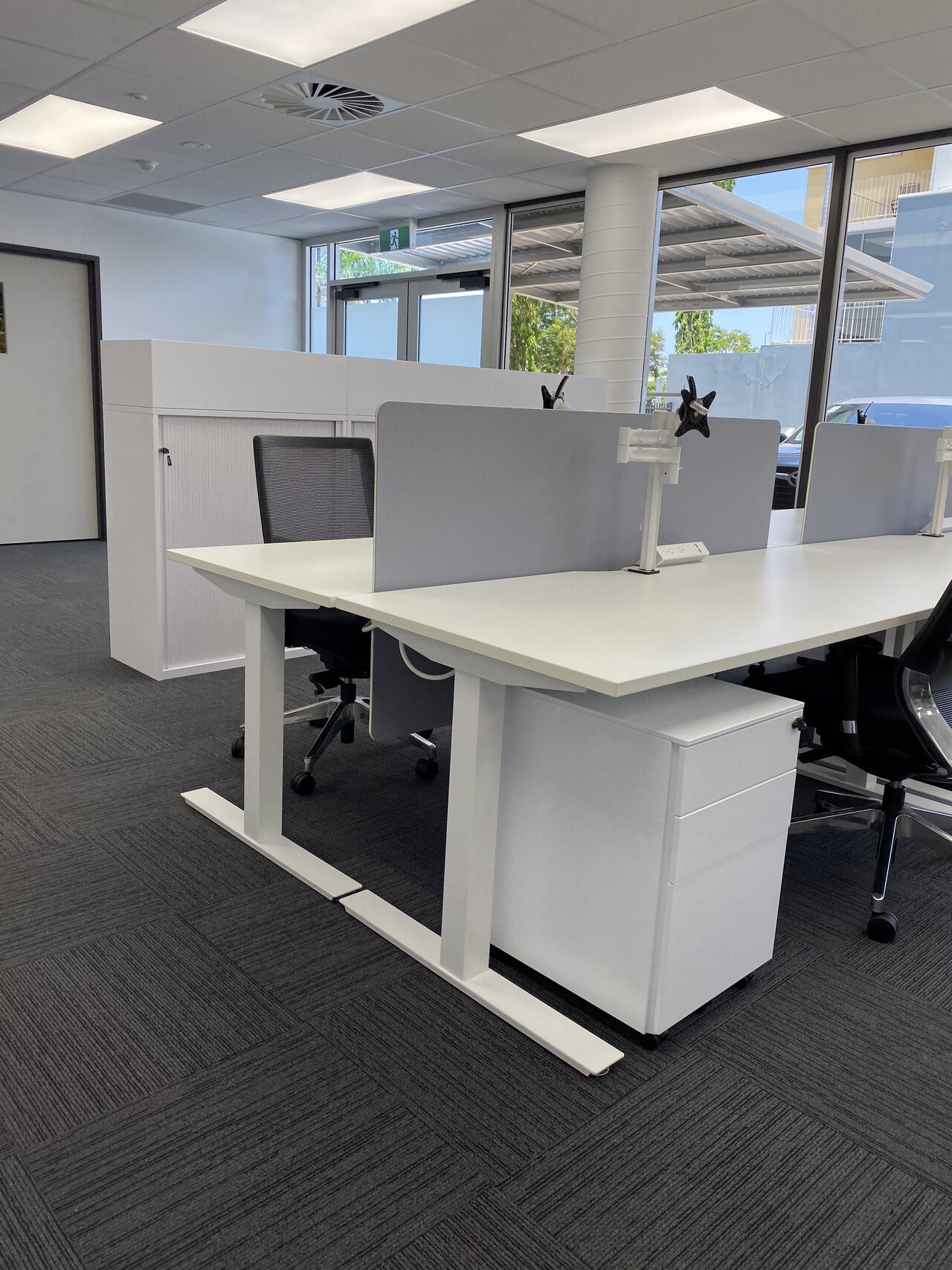IMG_20191119_122612 desk with divider wall and drawer furniture darwin australia
